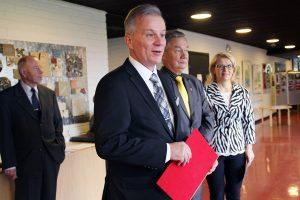Kaupunginjohtaja ja rouva Jukka Varonen sekä kaupunginhallituksen puheenjohtaja Pekka Järvinen toivat kaupungin tervehdyksen.