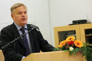 Juhlapuhe. Suomen Kotiseutuliiton hallituksen varapuheenjohtaja, ministeri Raimo Sailas.